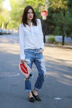 Old Navy Blouse, Topshop Distressed Jeans, Aldo Clutch, Chinese Laundry Shoes Navy Blouse, Chinese Laundry Shoes, Street Style, Red Lips, Distressed Jeans, My Wardrobe, Montreal, Old Navy, Topshop