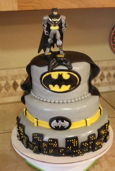 Batman Cake @Jenn L Milsaps L Milsaps L Milsaps L Milsaps L Perkins - for Ray's next birthday :)