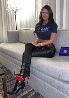 Leather Tights, High Leather Boots, Frauen In High Heels, Sexy High Heels, Sexy Outfits, Sexy Stiefel, Leder Outfits, Elegantes Outfit, Leather Dresses