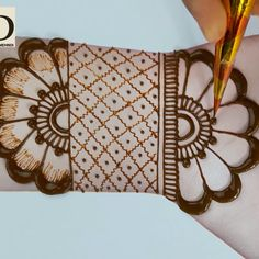 latest easy mehndi designs for hands - simple mehndi design easy and simple Latest Simple Mehndi Designs, Henna Art Designs, Indian Mehndi Designs, Mehndi Designs For Beginners, Modern Mehndi Designs, Mehndi Designs For Fingers, Mehndi Design Pictures, Beautiful Mehndi Design, Mahendi Designs Simple