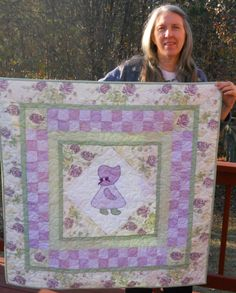 Good Pics Sunbonnet Sue doll Style My own nanny built numerous Sunbonnet Sue prevents, which often my aunt located plus converted to a Quilt Baby, Cot Quilt, Baby Quilt Patterns, Baby Girl Quilts, Girls Quilts, Applique Patterns, Applique Quilts, Doily Patterns, Quilting Patterns