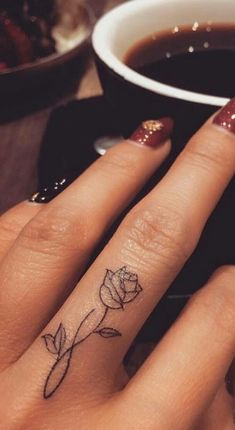 95 finger tattoos for inspiration - Tattoos - tattoos Finger Tattoo Designs, Finger Tattoo For Women, Meaningful Tattoos For Women, Rose Tattoo On Finger, Flower Finger Tattoos, Hand Tattoos For Women, Small Tattoos On Hand, Pretty Hand Tattoos, Hand And Finger Tattoos