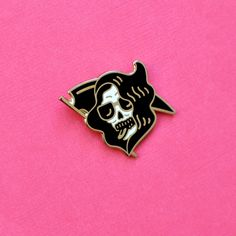 Hard Enamel Golden Pin  30 mm x 30 mm Comes with a backing card and sealed in plastic for protection :)