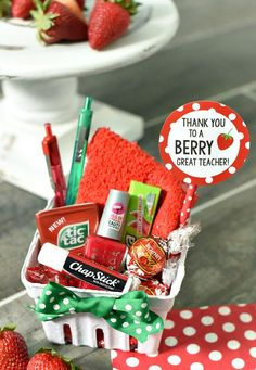 Summer Gifts For Students - Berry Teacher Appreciation Gift Idea - Fun-Squared - Summer 2019 Trends Employee Appreciation, Teacher Appreciation Gifts, School Gifts, Student Gifts, Summer Gifts, Inexpensive Gift, Creative Gifts, Creative Gift Baskets, Easy Gifts