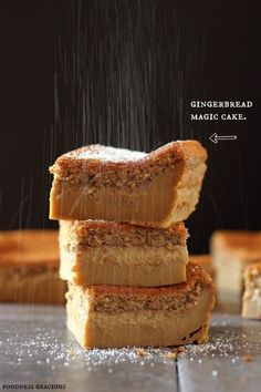 Gingerbread Magic Cake Bars - The perfect holiday gingerbread dessert! Mini Desserts, Just Desserts, Delicious Desserts, Yummy Food, Magic Cake Recipes, Sweet Recipes, Dessert Recipes, Instant Recipes, Quick Recipes