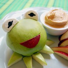 Kermit apple and peanut butter dip! I can't eat Kermit! Peanut Butter Dip, Apple And Peanut Butter, Cute Food, Good Food, Yummy Food, Kermit, Bonbon Fruit, Food Humor, Afternoon Snacks