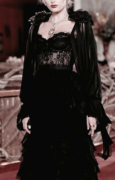 a black wedding dress with a corset, a layered mxi skirt and a black airy cape with fabric flowers dresses black corset Haute Couture Style, Couture Mode, Couture Fashion, Runway Fashion, Womens Fashion, Fashion Week, Fashion Show, Fashion Outfits, Fashion Design
