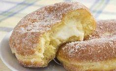 Aprenda uma deliciosa receita de Donuts recheados, que podem ser tanto salgados quanto doces. É uma sobremesa cremosa que chega a dar água na boca. Confira o modo de preparo. Veja também: Recheios para bolo Receita do Buttercream Receita de Glacê Real Ingredientes 1 colher (ch&a