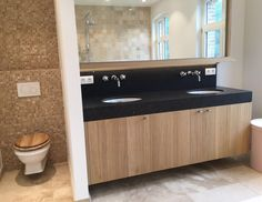 landelijk badkamermeubel - Taps & Baths Houzz, Toilet, Sweet Home, New Homes, Bathtub, Vanity, Deco, Bathroom, Inspiration