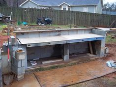 Cinder Block Outdoor Kitchen - make dinner bar with short ss counter on back porch. Painted (interior or exterior) cinder blocks. Brick Oven Outdoor, Outdoor Kitchen Plans, Brick Bbq, Outdoor Stove, Outdoor Kitchen Design, Outdoor Kitchens, Building A Floating Deck, Built In Bbq, Concrete Blocks