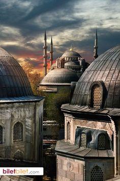 İstanbul'un ana camii olarak bilinen görkemli Sultan Ahmet Camii. http://www.biletbilet.com/etiket/32/otobus-biletleri