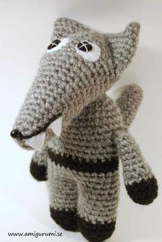 crochet amigurumi wolf, virkad varg