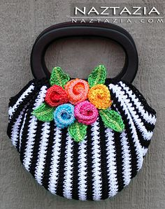 Free Pattern from OVW - Crochet Swag Bag Purse with Crochet Flowers - Crocheted by Naztazia absolutely LOADS of free crochet tutorials at this site Mode Crochet, Crochet Shell Stitch, Crochet Tote, Crochet Handbags, Crochet Purses, Bead Crochet, Knit Or Crochet, Crochet Crafts, Yarn Crafts