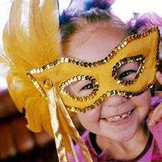 Want to get in the spirit for Mardi Gras? I'm sure you'll be going to some sort of festival or or Mardi Gras party this evening, but if you 'd like to plan one Paper Plate Masks, Paper Plate Crafts, Paper Plates, Paper Mask, Diy For Kids, Cool Kids, New Year's Eve Crafts, Kid Crafts, Holiday Crafts