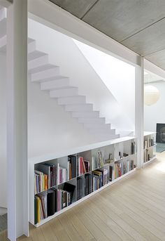 Bookshelves and stairs / House G + P in Les Borges Blanques Interior Stairs, Interior Architecture, Interior And Exterior, Interior Design, Colour Architecture, House Stairs, Stair Railing, Stairways, Home Deco
