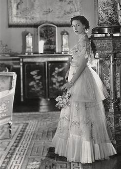Princess Margaret Young, Princess Diana Death, Princess Elizabeth, Queen Elizabeth Ii, Modern Princess, Royal Princess, Charlize Theron Style, English Monarchs, Margaret Rose