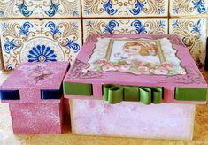 Caixa porta jóias, colecção Ladies. 15x15 #portajoias #vintage #ladies #caixadecorada #roses #decoupage #patinaesponjada #fita #scrapdecor