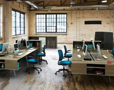 Open office - Hell for autistic people, but then again workplaces are designed for neurotypicals. Open Space Office, Bureau Open Space, Open Concept Office, Industrial Office Space, Open Office Design, Office Interior Design, Office Interiors, Office Designs, Office Spaces