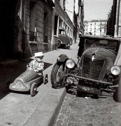 Paris, 1956 (Robert Doisneau Bolides)