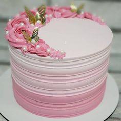 Buttercream Cake Designs, Buttercream Birthday Cake, Cake Decorating Designs, Cake Decorating Techniques, Cute Cakes, Yummy Cakes, Beautiful Cakes, Amazing Cakes, Single Tier Cake