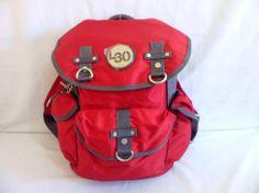 Linda Mochila em lona resistente, compacta com vários bolsos. Só 98,00 www.brisashop.com.br