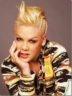 Stars and celebrities : Pink, from its true name Alecia Moore, was born on September 1979 in Doylestown in Pennsylvania Madonna, Et Wallpaper, Beatiful People, Pink Music, Alecia Moore, Let Your Hair Down, Pink Photo, Badass Women, Female Singers