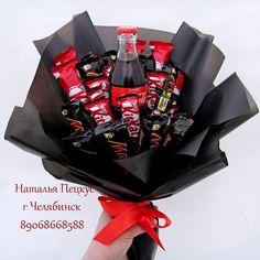 БУКЕТЫ ИЗ КОНФЕТ в Челябинске Chocolate Bouquet Diy, Chocolate Tree, Chocolate Lovers, Food Bouquet, Gift Bouquet, Candy Bouquet, Edible Bouquets, Birthday Bouquet, Birthday Gift Baskets