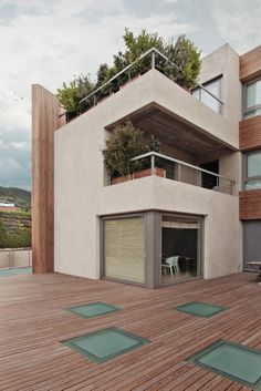 urban house, Barcelona city , luxury housing, cases de luxe,high end real estate, city noise,wooden facade, secluded swimming pool, Interior View,Side Facade