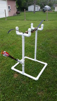 Pvc recurve bow stand with arrow holder. Get Recurve Bows at… Crossbow Targets, Diy Crossbow, Crossbow Arrows, Crossbow Hunting, Archery Hunting, Archery Targets, Deer Hunting, Turkey Hunting, Coyote Hunting
