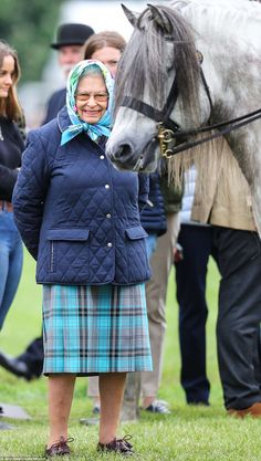Queen wears same quilted jacket to Royal Windsor Horse Show God Save The Queen, Hm The Queen, Her Majesty The Queen, British Royal Families, English Royal Family, Prinz Harry, Duchess Of York, Prince Phillip, British Monarchy