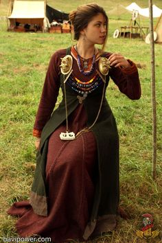 List of rus viking woman apron dress ideas and rus viking woman apron dress photos Viking Garb, Viking Reenactment, Viking Dress, Viking Warrior, Medieval Costume, Viking Woman, Medieval Dress, Norse Clothing, Medieval Clothing