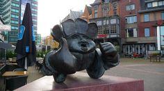 Awesome sculpture in Eindhoven city Centre. Thumbs up to everyone.