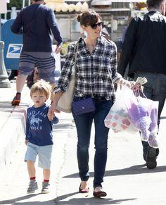 Jennifer Garner Visits The Farmer's Market With Her Children