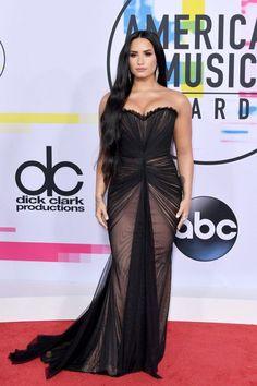 Selena Gomez and Demi Lovato sizzle at the American Music Awards Demi Lovato Dress, Demi Lovato 2017, Demi Lovato Young, Nice Dresses, Prom Dresses, Formal Dresses, Oscar Dresses, Wedding Dresses, Celebrity Red Carpet