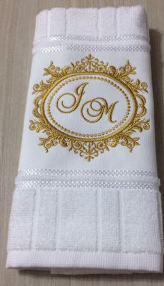 Towel Embroidery, Bead Embroidery Patterns, Embroidered Towels, Machine Embroidery, Embroidery Designs, Monogram Towels, Personalized Towels, Egyptian Cotton Duvet Cover, Bathroom Towel Decor