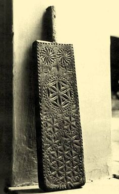 Balassa–Ortutay: Hungarian Ethnography and Folklore / Woodcarving Chip Carving, Wood Carving, Battle Of Karbala, Dream Symbols, Powder Horn, Seed Of Life, Wooden Gates, Statues, Ancient Symbols