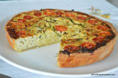 Tarta cu dovlecei si branza (21) Quiches, Ovo Vegetarian, Romanian Food, Vegetable Pizza, Bacon, Deserts, Good Food, Food And Drink, Dessert Recipes