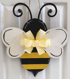 Wood bee cut out, sanded, painted with acrylic paint, and finished with a satin varnish for durability. Hung with about a drop jute cord and adorned with a yellow and white checked lace ribbon bow. Door Crafts, Bee Crafts, Wooden Crafts, Unique Woodworking, Woodworking Projects That Sell, Router Woodworking, Japanese Woodworking, Woodworking Shop, Wood Bees