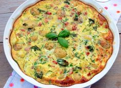 Frittata met witte asperges, ham, krieltjes, eieren en parmezaanse kaas