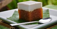 Pin by Indri Wahyuni on Talam Ubi in 2020 Indonesian Desserts, Indonesian Cuisine, Asian Desserts, Sweet Desserts, Dessert Recipes, Indonesian Recipes, Malaysian Dessert, Malaysian Food, Cassava Cake