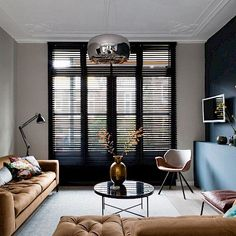 vtwonen 'verhuist' aflevering 4 - Woninginrichting-Aanhuis.nl Autumn Interior, Workspace Design, Japanese Interior, Cool Apartments, Modern House Plans, Curtains With Blinds, Living Room Interior, Interior Design Inspiration, Home And Living