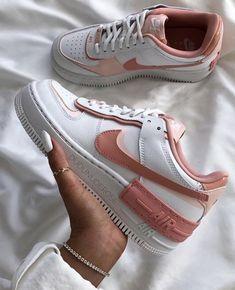 Cute nike sneakers via Sneakers Fashion, Fashion Shoes, Shoes Sneakers, Summer Sneakers, Style Fashion, Nike Fashion, Sneakers Women, Men Fashion, Shoes Heels