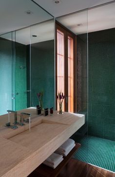 Bathroom Tub: The Complete Guide to Choosing Your Bathroom - Home Fashion Trend House, Bathroom Interior Design, Interior, Home, New Homes, Big Bathroom Decor, Bathrooms Remodel, Bathroom Decor, Tile Bathroom