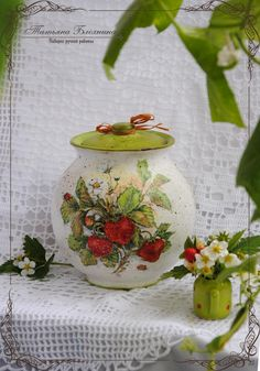 . Decoupage Glass, Decoupage Art, Bottle Painting, Bottles And Jars, Cold Porcelain, Dose, Ceramic Pottery, Diy And Crafts, Christmas Ornaments