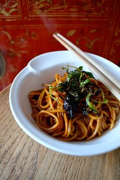 Soy Scallion Noodles. On the table in less than 15 mins. Your mind will be blown by the deliciousness #soy #scallion #noodle