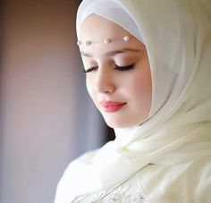 image découverte par 𝑁𝑢𝑢𝑟♕. Découvrez (et enregistrez !) vos images et vidéos sur We Heart It Beautiful Hijab Girl, Beautiful Muslim Women, Beautiful Girl Photo, Beautiful Couple, Bridal Hijab, Wedding Hijab, Hijabi Girl, Girl Hijab, Muslim Girls Photos