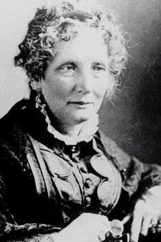 "Harriet Beecher Stowe Abolitionist, women's rights activist, author of Uncle Tom's Cabin ""This is what a strong and independent woman looks like! Tio Tom, Women In American History, American Literature, North And South, Harriet Beecher Stowe, Uncle Toms Cabin, Writers And Poets, Famous Women, Iconic Women"