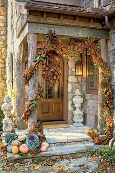 herbstliche auendeko Fall Home Decor: Design tips and autumn decorating ideas. Find information and tons of fall decor curated by interior designer Tracy Svendsen. Autumn Decorating, Porch Decorating, Decorating Ideas, Fall Home Decor, Autumn Home, Autumn Garden, Konmari, Fall Wreaths, Fall Garland