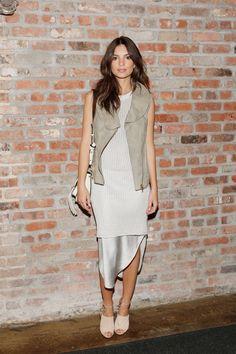 Pin for Later: Le Meilleur de la Fashion Week de New York Se Trouvait au Premier Rang Emily Ratajkowski Au défilé Maiyet.