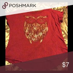 Gold Foil Owl Tee This burgundy owl tee is lightweight,crew neck, and goes great paired with jeans and a blazer. Size Large. Tops Tees - Short Sleeve